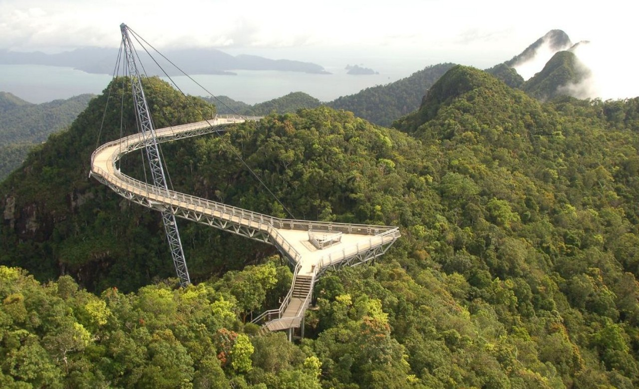 Walk along the Langkawi Sky Bridge