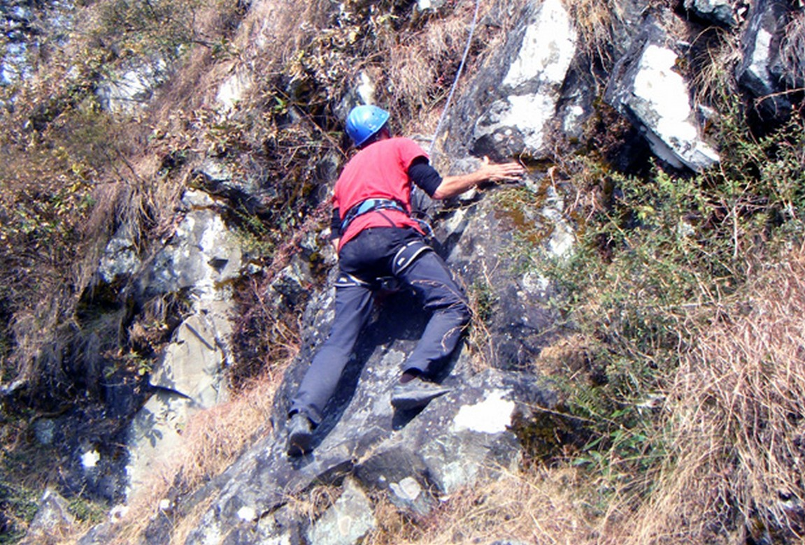 Get Adventurous and Experience Rock Climbing At Mcleodganj