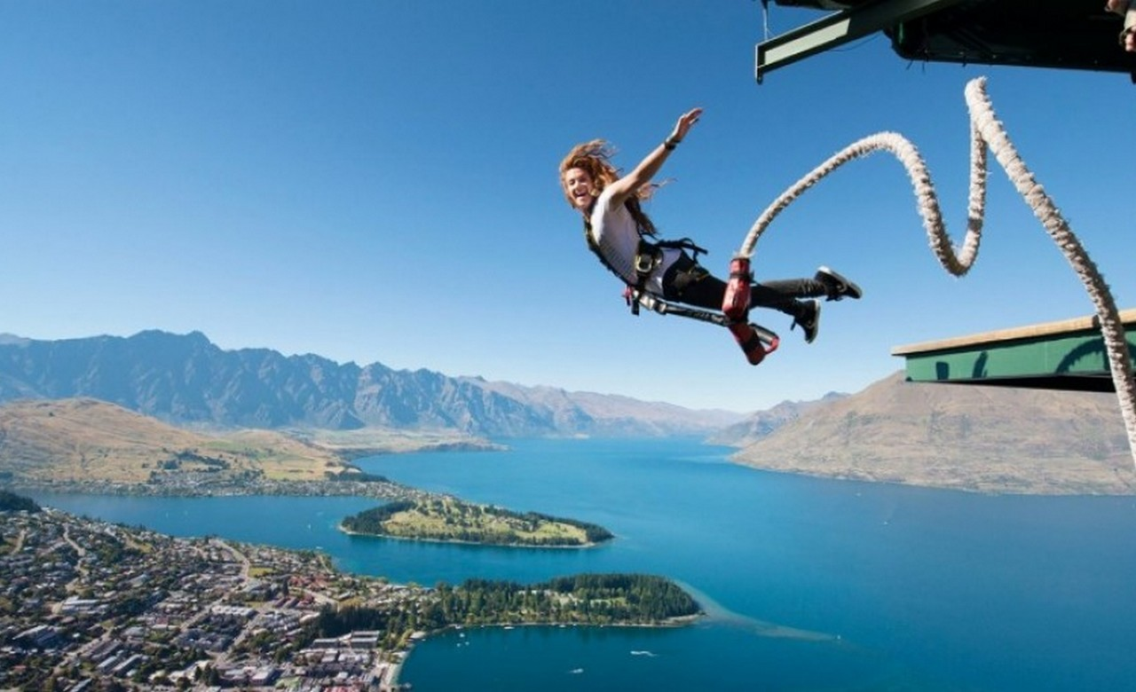 Queenstown_Ledge_Bungy_Jump.jpg