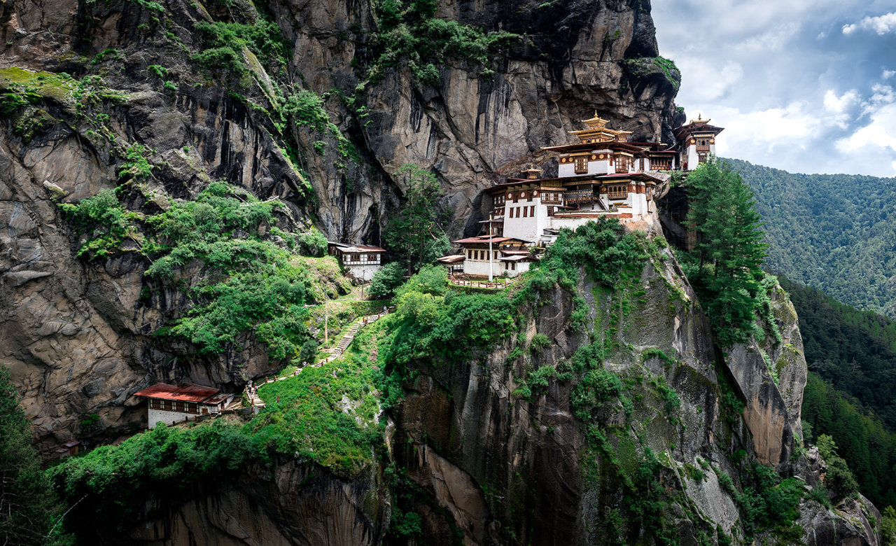 Go for trekking to Taktsang monastery