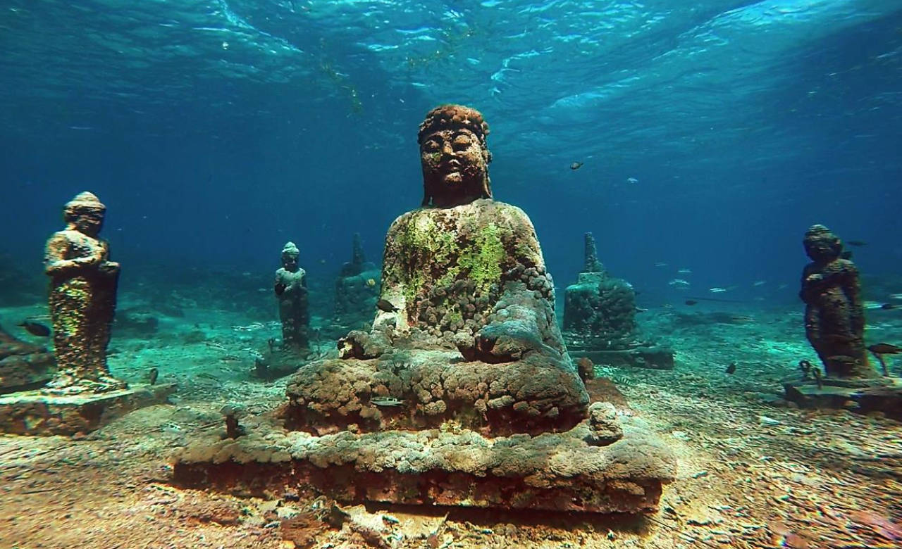 Underwater Hindu temple in Bali