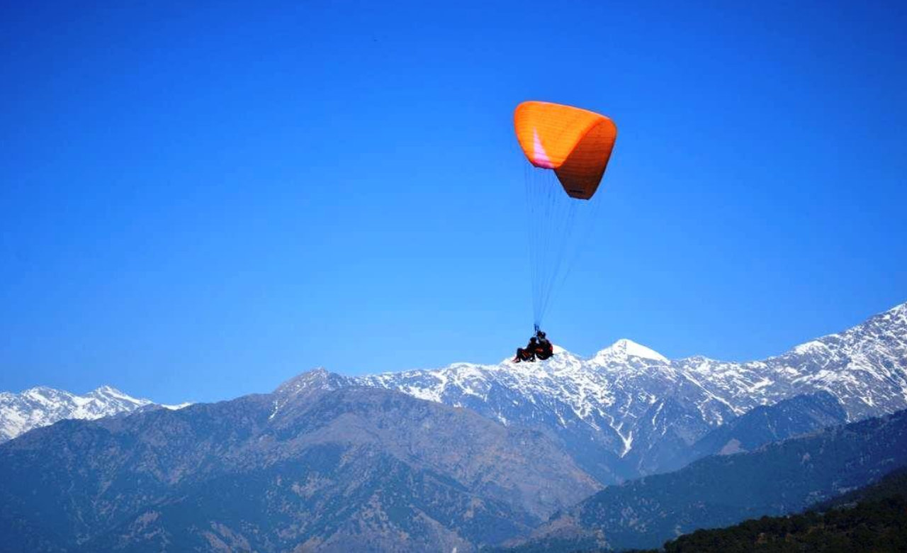 Get Flying Experience by Paragliding Sport in Kangra